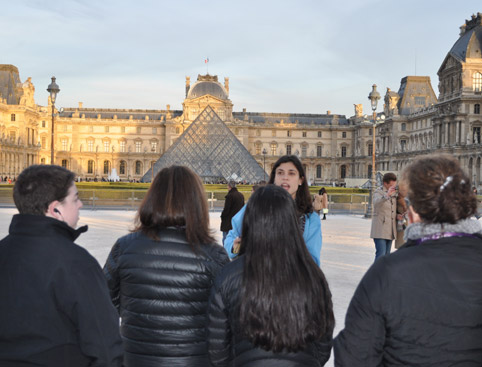 Best of Paris – Louvre Museum & Notre Dame Island Walking Tour with Sainte Chapelle